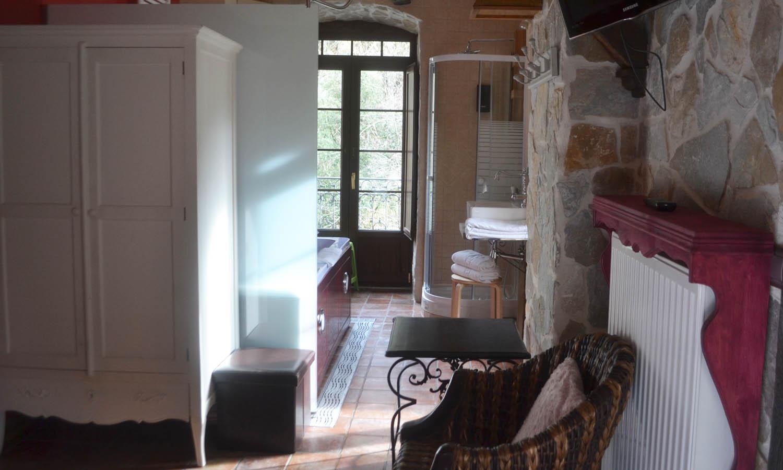 Suite con jacuzzi la terraza la casa del puente suites - Terraza con jacuzzi ...
